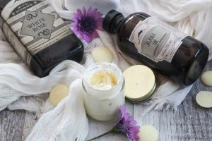 Do you love the rich luxurious fragrance and texture of department store face moisturizers, but want to avoid the toxic ingredients and staggering price tag?  This simple all natural homemade face cream is perfect and totally modify-able for all skin types!